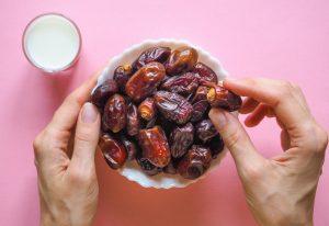 روند رژیم لاغری شیر و خرما