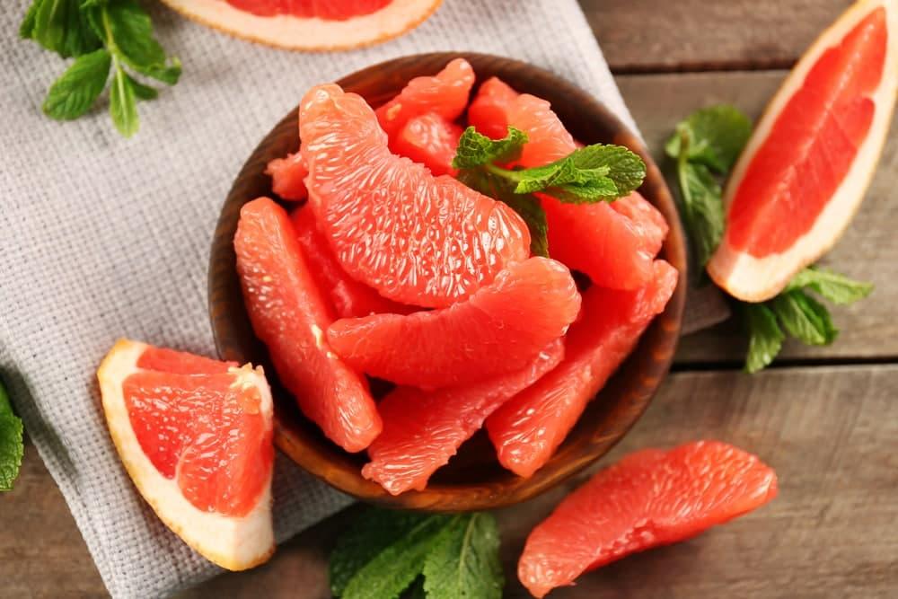 گریپ فروت از غذاهای دارای کربوهیدرات سالم